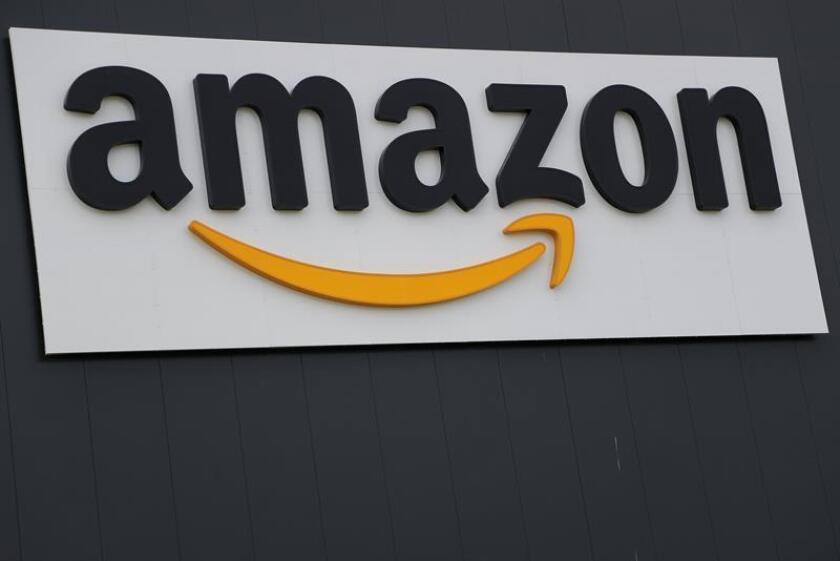 Amazon ha iniciado acercamientos con algunos bancos en EE.UU., entre ellos JPMorgan Chase, para diseñar una especie de una cuenta corriente para sus clientes que reduciría sus costes por transacciones, reveló hoy The Wall Street Journal. EFE/EPA/Archivo