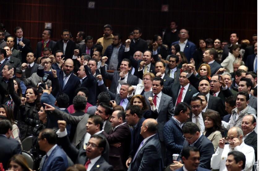 En plena época electoral, la Cámara de Diputados aprobó un decreto para que se pueda sancionar a quien injurie por medios electrónicos.