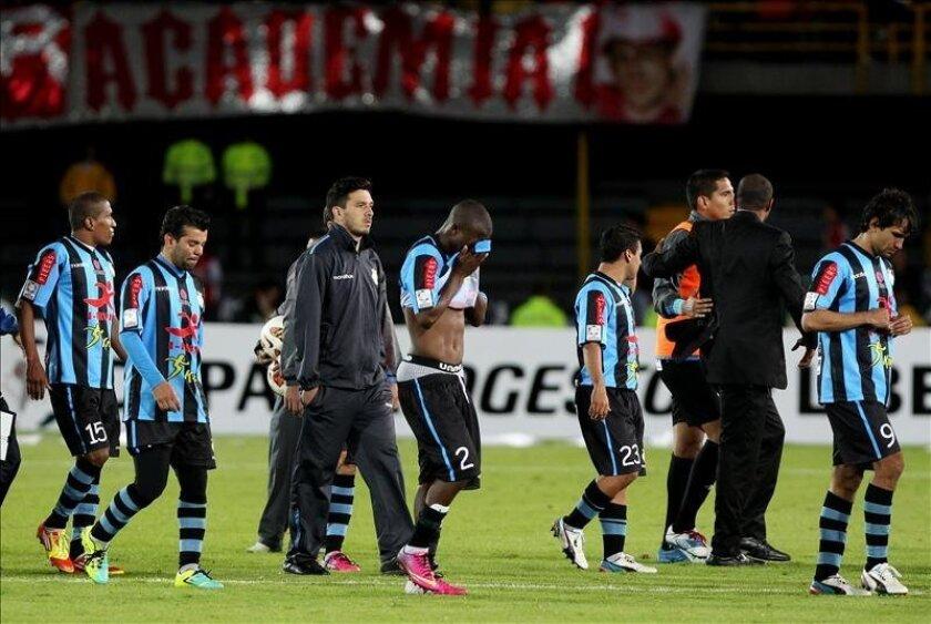 Los jugadores de Real Garcilaso de Perú, reaccionan luego de perder su partido por los cuartos de final de la Copa Libertadores de América ante Santa Fe de Colombia,durante su partido por los cuartos de final de la Copa Libertadores de América, hoy, martes 28 de mayo de 2013, en el estadio Nemesio