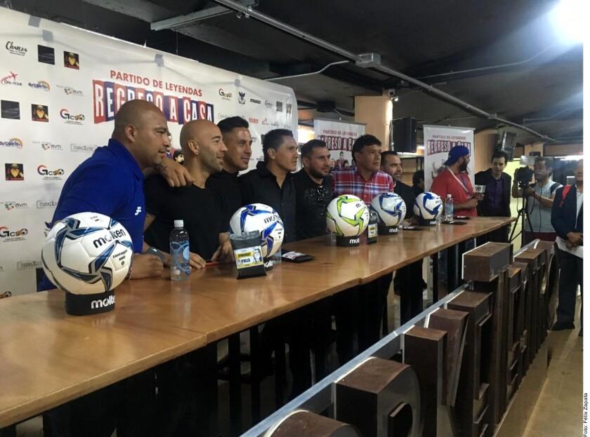 Con el deseo de que los Potros del Atlante vuelvan a relinchar en la Ciudad de México, el partido de leyendas Regreso a Casa entre el club azulgrana y Cruz Azul fue presentado hoy