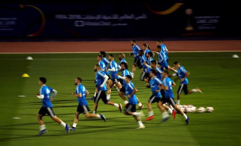 Futbolistas del Real Madrid asisten a una sesión de entrenamientos en la New York University antes de su debut en el Mundial de Clubes, en Abu Dabi, Emiratos Árabes Unidos, hoy. EFE