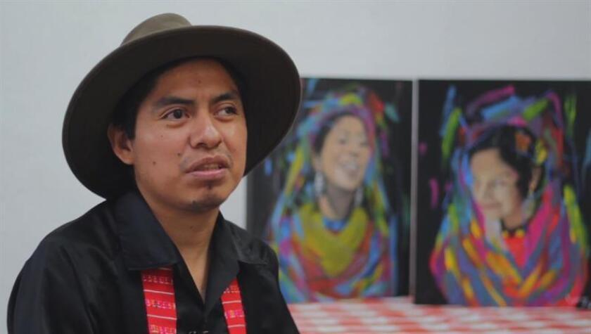 Un artista triqui, población indígena del estado de Oaxaca, ha destacado en los últimos años en el diseño y creación de murales, entre otras expresiones artísticas, en la ciudad de Querétaro, centro de México. EFE