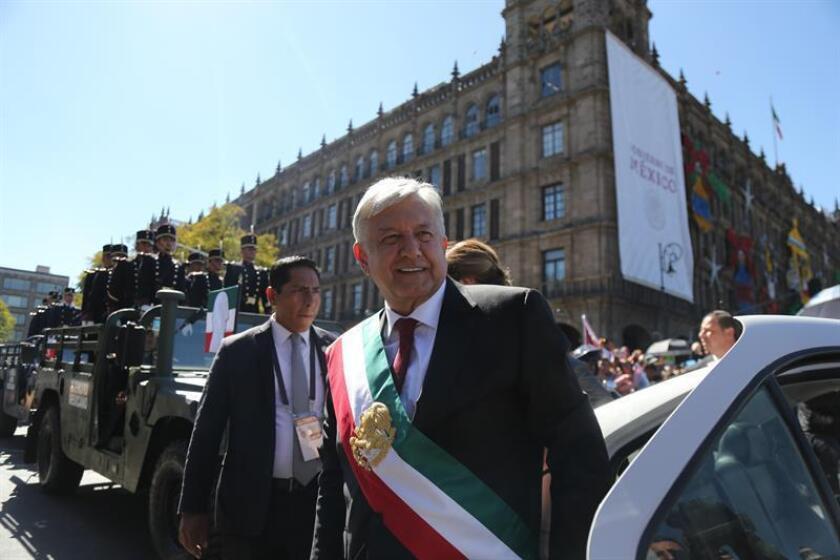 El nuevo presidente de México, Andrés Manuel López Obrador, llega al Palacio Nacional en Ciudad de México (México). EFE/Archivo