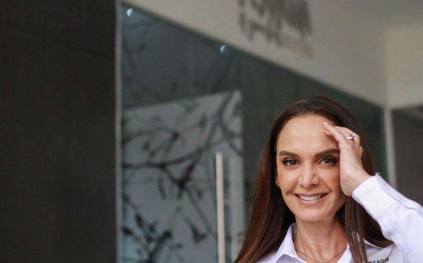 La candidata de la coalición Va X Baja California, Lupita Jones al termino de una entrevista con Efe.