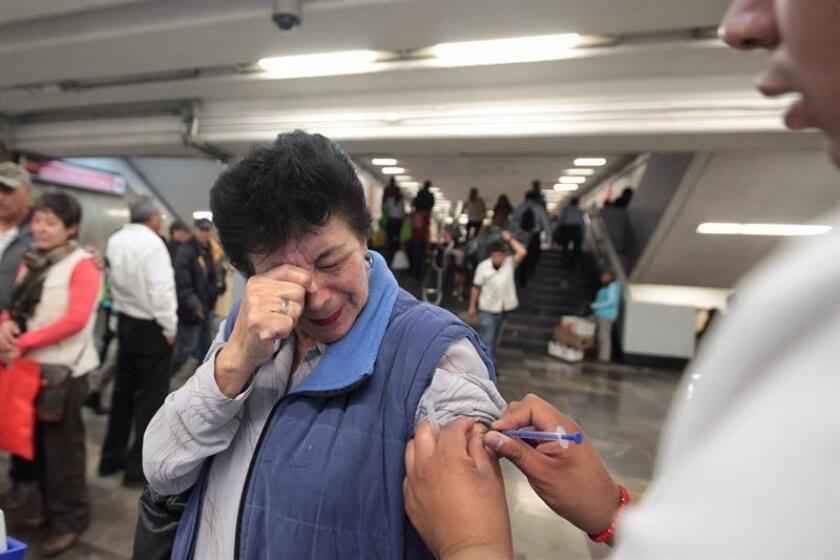 La vacunación en el mundo ha logrado grandes avances, pero aún tiene importantes retos como la inmunización en los adultos y terminar con los mitos acerca de las vacunas, dijo a Efe el doctor Javier Castro Baldovinos. EFE/Archivo