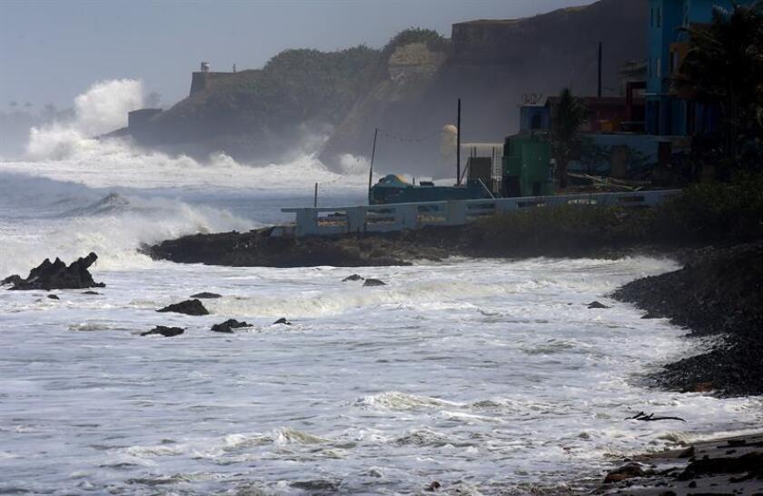 El representante por el Distrito #1 de San Juan, Eddie Charbonier, anunció hoy que presentará una resolución para que la Cámara baja investigue los estragos causados en la capital por la histórica marejada que azotó a la isla durante los pasados días. EFE/Archivo