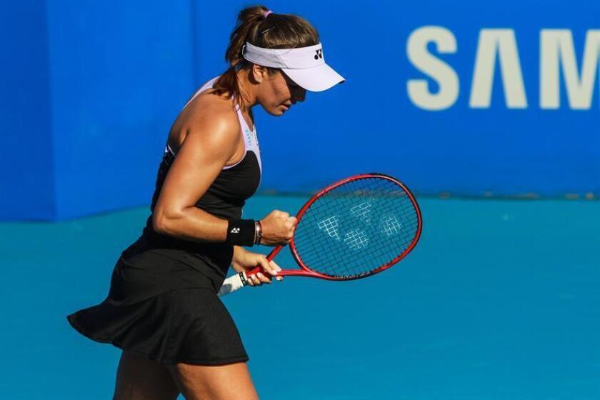 La tenista puertorriqueña Mónica Puig celebra un punto ante la tenista griega María Sakkari durante un partido de primera ronda del Abierto Mexicano de tenis disputado este lunes en el puerto de Acapulco (México). EFE