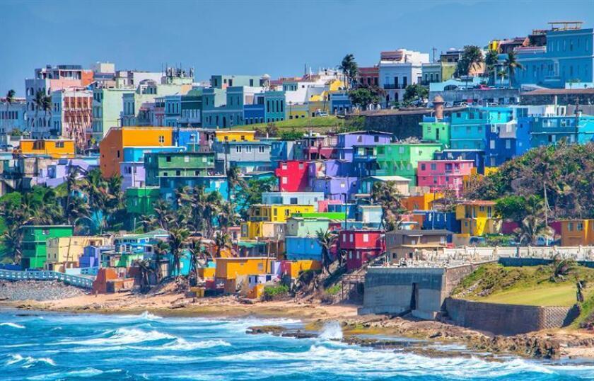 Fotografía sin fecha cedida por Discover Puerto Rico donde aparece La Perla, un histórico asentamiento emplazado en la pared costera del norte del Viejo San Juan (Puerto Rico). EFE/Discover Puerto Rico