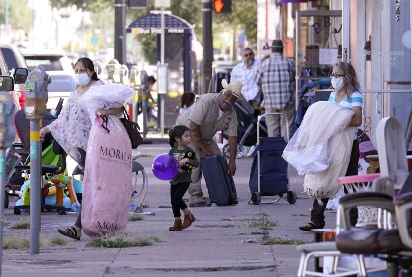 Escena en la Jefferson Avenue del barrio hispano Oak Cliff, en Dallas, el 22 de septiembre del 2021.