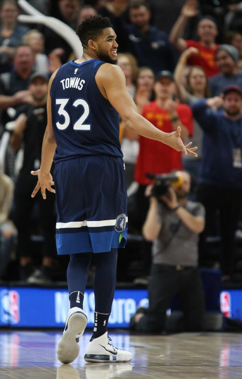Karl-Anthony Towns (32) de Minnesota Timberwolves durante un juego de la NBA. EFE/Archivo