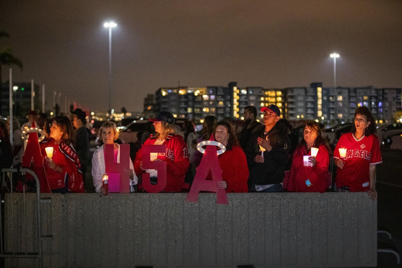 Angels fans hold vigil for Tyler Skaggs