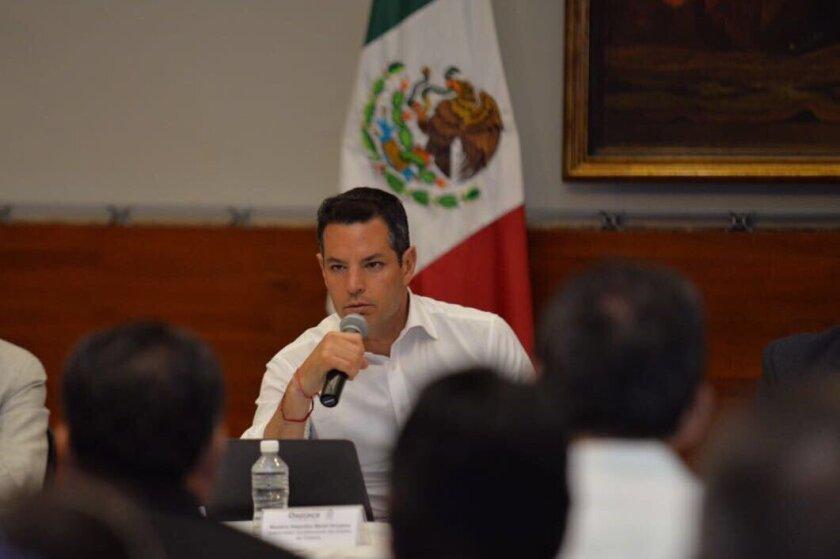 Alejandro Murat, gobernador de Oaxaca, se reunió con líderes del FIOB en la capital de ese estado. La organización indígena está abogando por los migrantes en Estados Unidos.