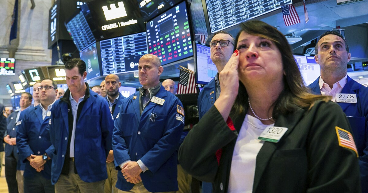 www.sandiegouniontribune.com: Tech slide pulls S&P 500 down for its 5th straight loss