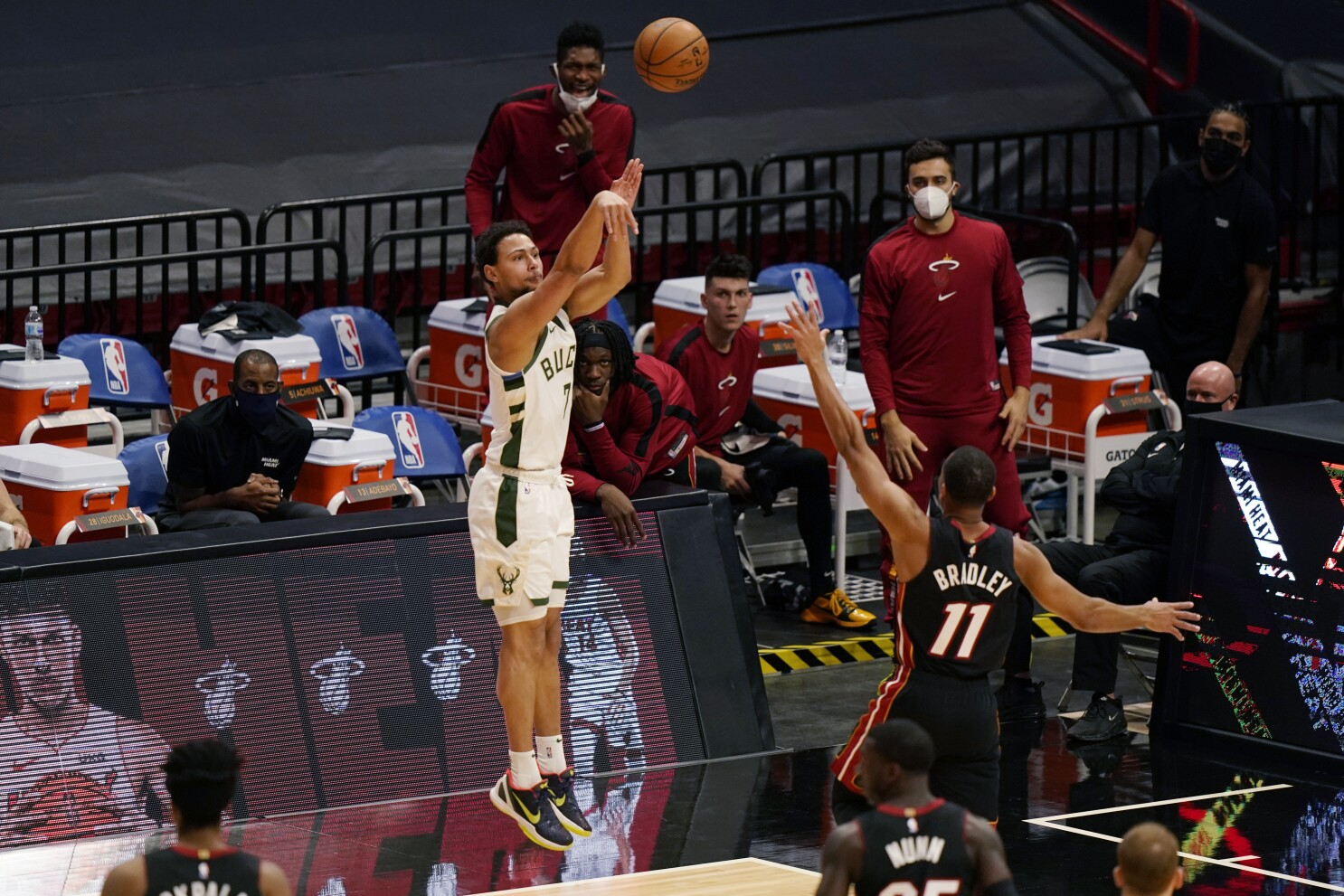 NBA: Bucks set NBA record for 3s with 29 in romp over Heat - Los Angeles Times
