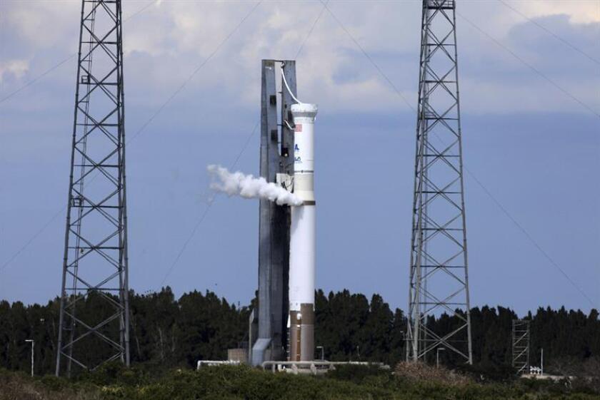 Un cohete Atlas V de la compañía United Launch Alliance despegó hoy desde Cabo Cañaveral (Florida) y puso en órbita un satélite que es parte de un sistema de detección de misiles de la Fuerza Aérea. EFE/ARCHIVO/SÓLO USO EDITORIAL