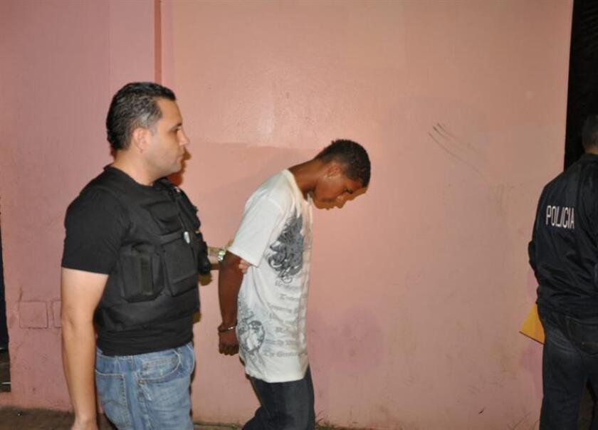 """En esta imagen suministrada por la policía de Puerto Rico se puede ver a uno de los detenidos en la operación """"Golpe al Punto"""". EFE/Archivo"""