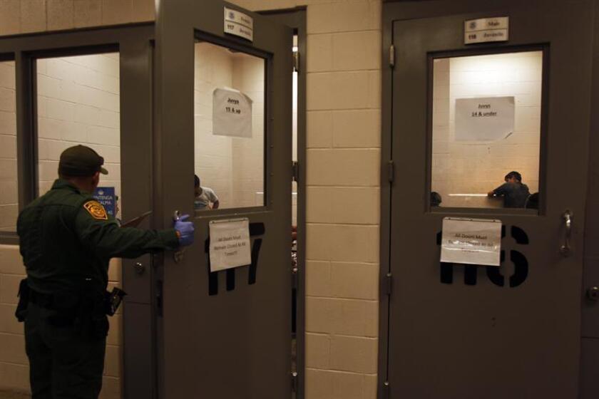 Segregación, castigos injustificados y deficiente atención médica son algunas de las irregularidades que encontró una inspección sorpresa al Centro de Detención para inmigrantes de Adelanto, California, y que fueron denunciadas hoy por la Unión Americana para las Libertades Civiles (ACLU). EFE/Archivo