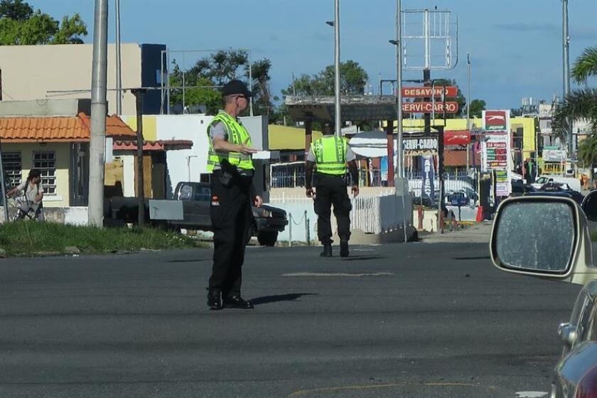 Vista de varios policías en las calles de San Juan, Puerto Rico. EFE/Archivo