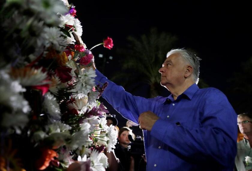 El gobernador de Nevada, Steve Sisolak, firmó este viernes la ley que expande la obligación de una verificación de antecedentes criminales a los compradores de armas de fuego, luego de un debate en la Asamblea estatal en la que se aprobó la medida. EFE/Archivo