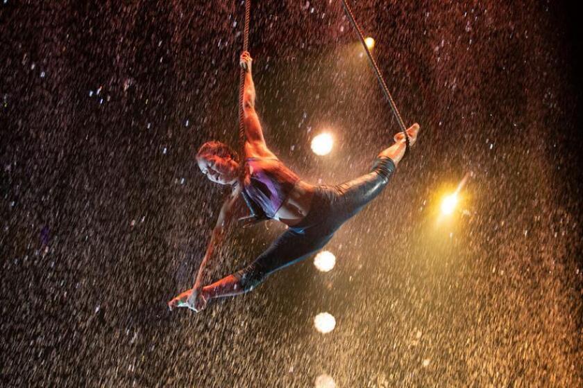 """Artistas circenses participan este, martes 28 de agosto de 2018, en el espectáculo """"Luzia"""" del Cirque Du Soleil, en la ciudad de Guadalajara, Jalisco (México). EFE"""