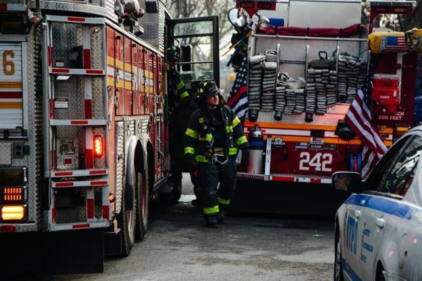 Un bombero neoyorquino murió en las últimas horas al resultar herido en un incendio que se desató cerca de la última medianoche en un edificio que estaba siendo utilizado para la filmación de una película, informaron hoy fuentes oficiales. EFE/Archivo