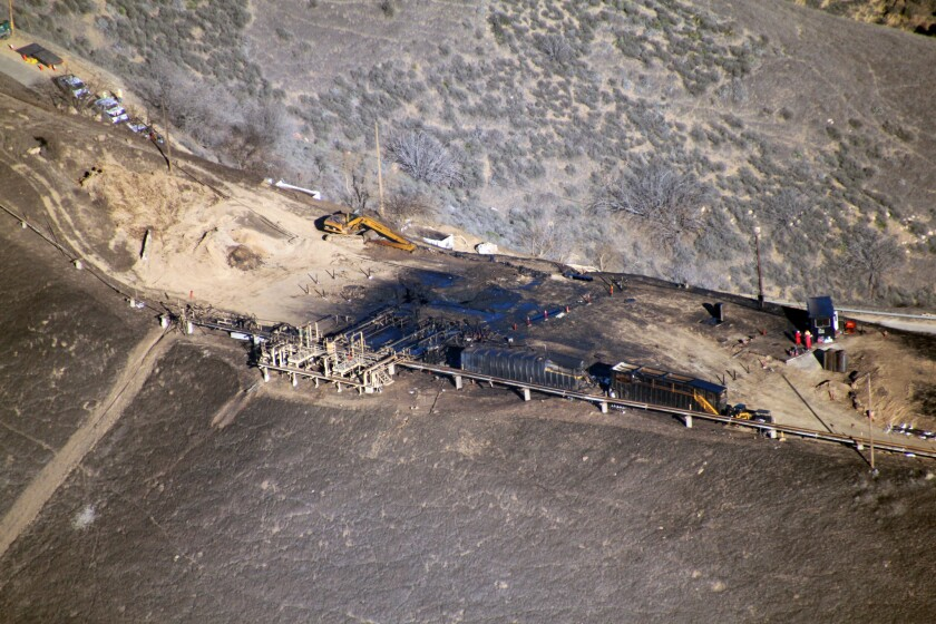 An aerial photograph of the leaking Southern California Gas Well 25 above Porter Ranch.