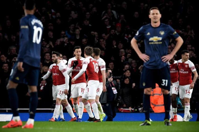 Los jugadores del Arsenal celebran el 2-0 ante el Manchester United en el Emirates Stadium de Londres, Reino Unido. EFE/EPA
