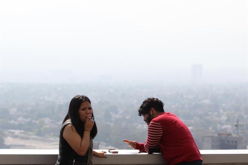 Fotografía que muestra una vista general de la contaminación atmosférica en Ciudad de México. EFE/Archivo