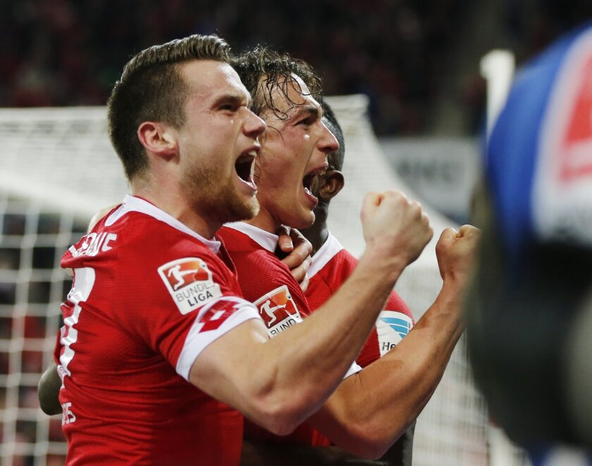 Mainz's Julian Baumgartlinger, right, celebrates his side's second goal during a German Bundesliga soccer match between FSV Mainz 05 and FC Schalke 04 in Mainz, Germany, Friday, Feb. 12, 2016. (AP Photo/Michael Probst)