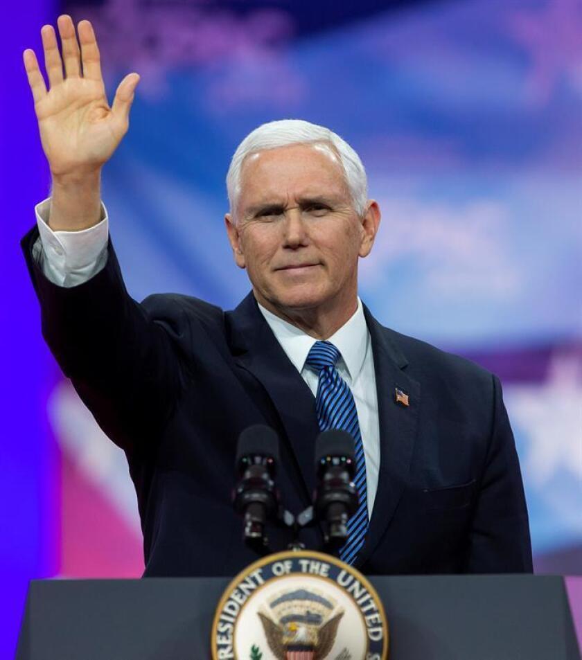 El vicepresidente estadounidense, Mike Pence, participa en la Conferencia de Acción Política Conservadora (CPAC), el viernes 1 de marzo de 2019 en Maryland (Estados Unidos), donde prometió que acabarán de construir el muro en la frontera con México antes de que termine el mandato del presidente Donald Trump. EFE/Archivo
