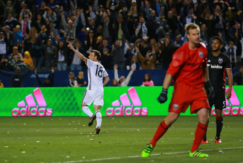 Mike Magee gets Galaxy off on the right foot in 4-1 victory over D.C. United