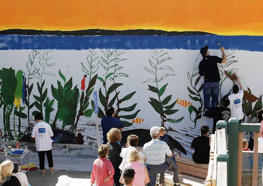 Whale of an artist helps out with Laguna Beach mural project