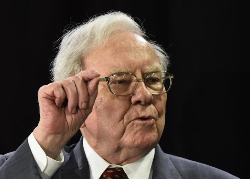 El director ejecutivo de Nebraska Furniture Mart and Berkshire Hathaway, Warren Buffett, habla durante un evento. EFE/Archivo