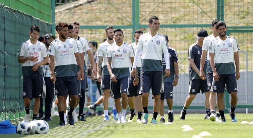 Jugadores selección mexicana durante un entrenamiento del tricolor en su lugar de concentración a las afueras de Moscú, de cara al encuentro contra Brasil en los octavos de final del Mundial de Rusia 2018. EFE/Archivo