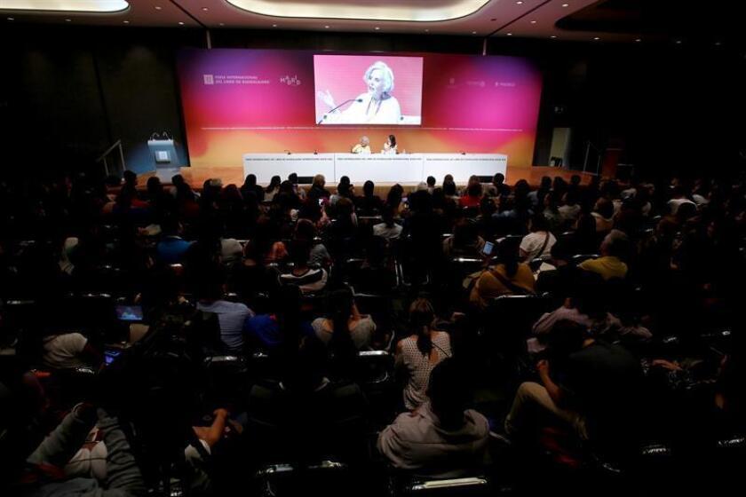 """Elena Poniatowska pide a los jóvenes mexicanos que no se """"desestimen"""""""