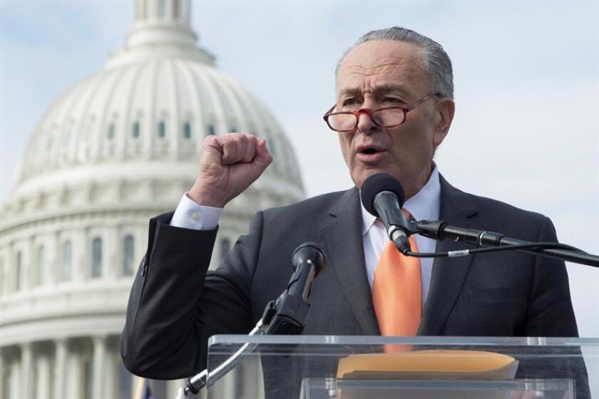 El líder de la minoría demócrata del Senado, Chuck Schumer, denunció hoy a la policía del Capitolio haber sido víctima de una acusación falsa de haber acosado sexualmente a una antigua asistente suya. EFE/ARCHIVO