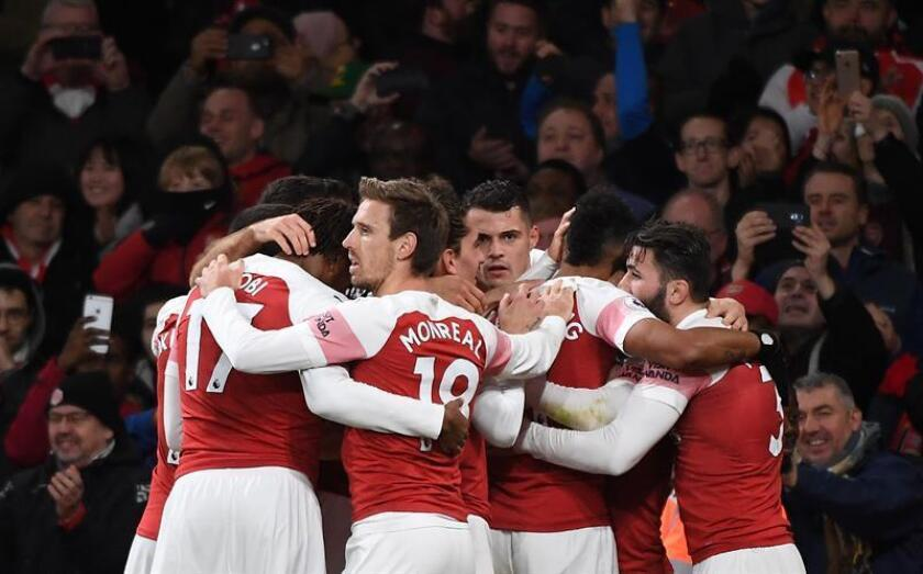 Los jugadores del Arsenal celebran el gol del uruguayo Lucas Torreira en el Emirates Stadium Londres. EFE/EPA