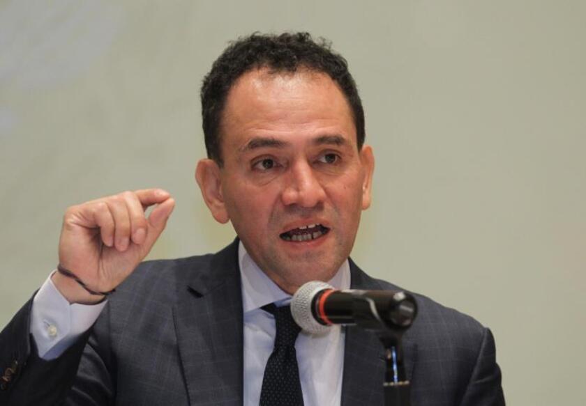 El secretario de Hacienda y Crédito Publico, Arturo Herrera, habla en rueda de prensa en el Palacio Nacional de Ciudad de México (México). EFE/ Mario Guzmán/Archivo