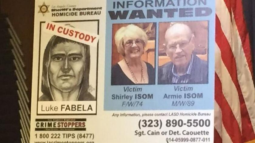 Un cartel muestra al sospechoso y las víctimas, en una conferencia de prensa realizada en mayo de 2015.