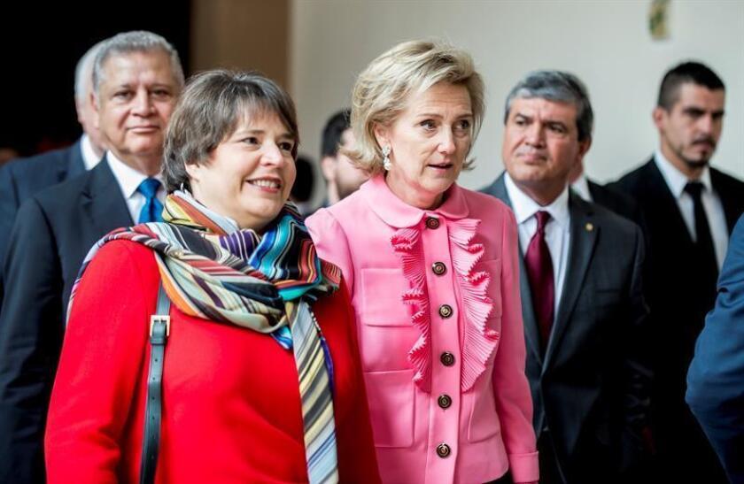 La princesa Astrid de Bélgica (c) llega este jueves al Palacio de Gobierno de Nuevo León para reunirse con el gobernador del Estado de Nuevo León, Jaime Rodríguez Calderón (fuera de cuadro), en Monterrey (México). EFE