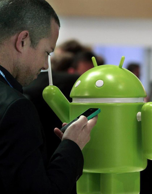 El gobernador de Puerto Rico, Ricardo Rosselló, anunció hoy que los usuarios con teléfonos con sistemas operativos Android ya pueden descargar la aplicación CESCO Digital para realizar sus transacciones sin tener que acudir a los Centros de Servicios al Conductor (CESCO) o al Departamento de Hacienda. EFE/ARCHIVO
