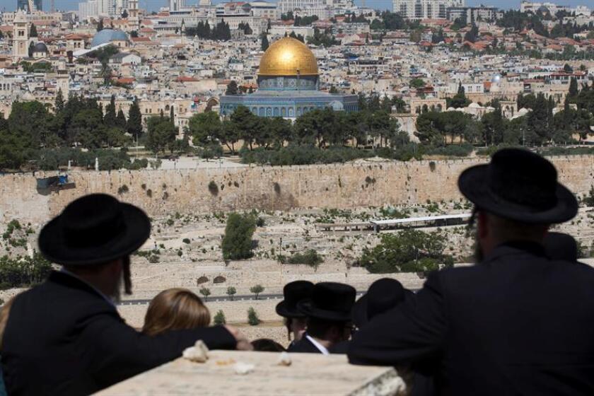 """Estados Unidos seguirá oponiéndose a las resoluciones """"anti-israelíes"""" en la Unesco como hizo con el texto aprobado hoy que niega todo vínculo entre el Monte del Templo de Jerusalén y el judaísmo, limitándose a considerarlo un lugar de culto musulmán, en el cual se erige la mezquita de Al Aqsa."""