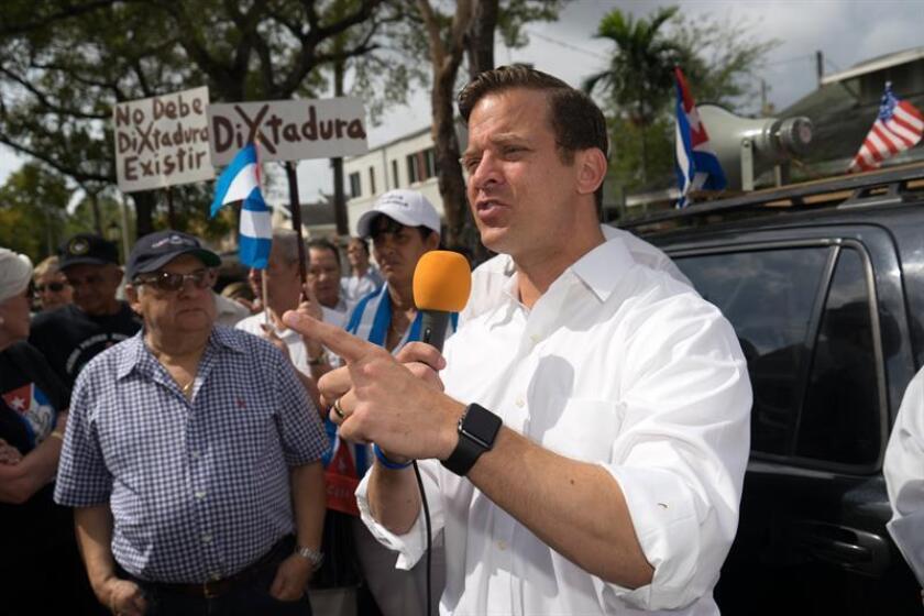 El próximo Secretario de Estado de Puerto Rico, Luis Rivera, celebró hoy una reunión con el vicegobernador de Florida, Carlos López-Cantera, para establecer lazos de cooperación con otras jurisdicciones y darle impulso al desarrollo socioeconómico contenido en el Plan para Puerto Rico del gobernador electo, Ricardo Rosselló. EFE/ARCHIVO