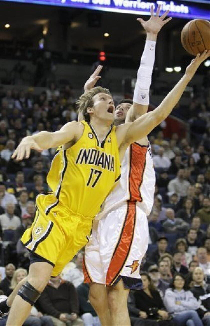 Indiana Pacers forward Mike Dunleavy (17) scores against Golden State Warriors forward Vladimir Radmanovic, from Serbia, in the first quarter of an NBA basketball game in Oakland, Calif., Monday, Nov. 30, 2009. (AP Photo/Jeff Chiu)