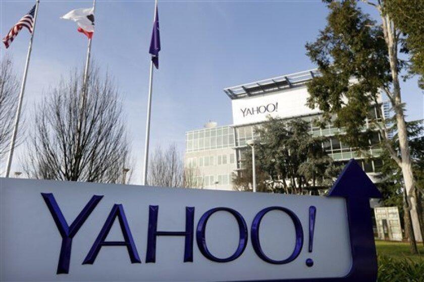 En esta foto del 14 de enero de 2015, se ven las oficinas centrales de Yahoo en Sunnyvale, California. El 22 de septiembre de 2016 la empresa dio a conocer que hackers robaron información de al menos 500 millones de cuentas. (AP Foto/Marcio Jose Sanchez, Archivo)