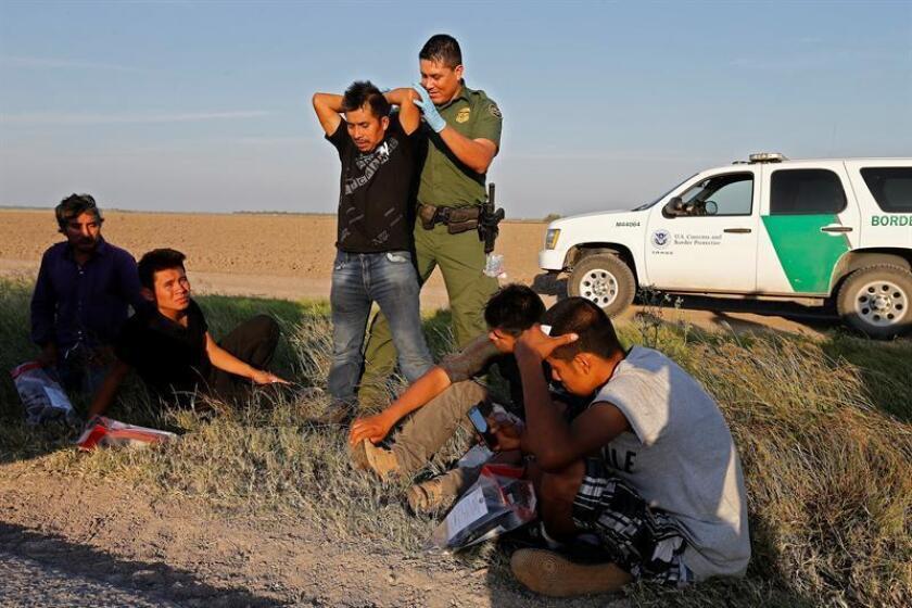 El número de detenciones de inmigrantes en la frontera con México subió más de un 200 % durante el mes de marzo con respecto al mismo mes del año anterior, según datos del Departamento de Seguridad Nacional. EFE/Archivo