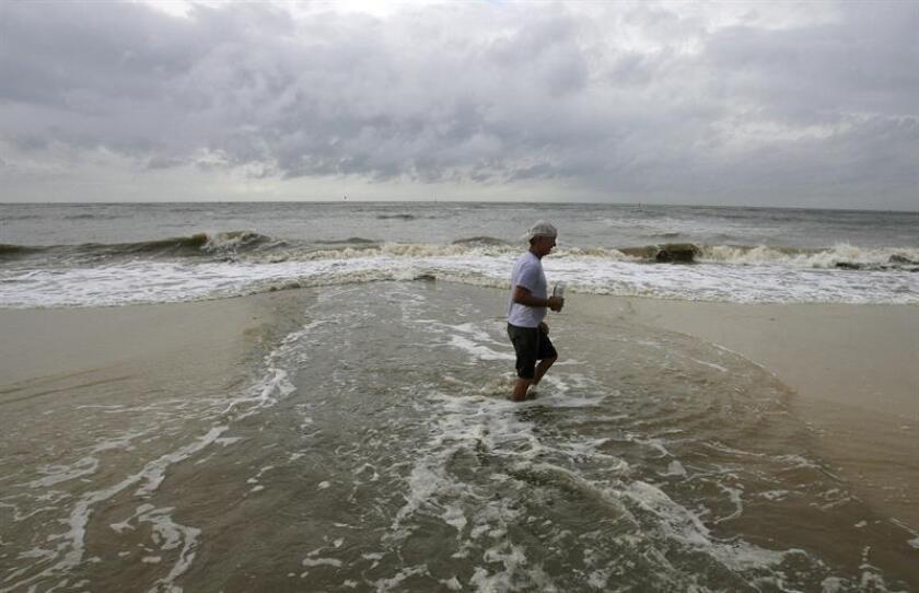 """La tormenta tropical Leslie se mantiene hoy como una """"gran"""" tormenta tropical en medio del Atlántico, con vientos máximos sostenidos de 65 millas por hora (100 km/h), informó el Centro Nacional de Huracanes (NHC, en inglés). EFE/Archivo"""