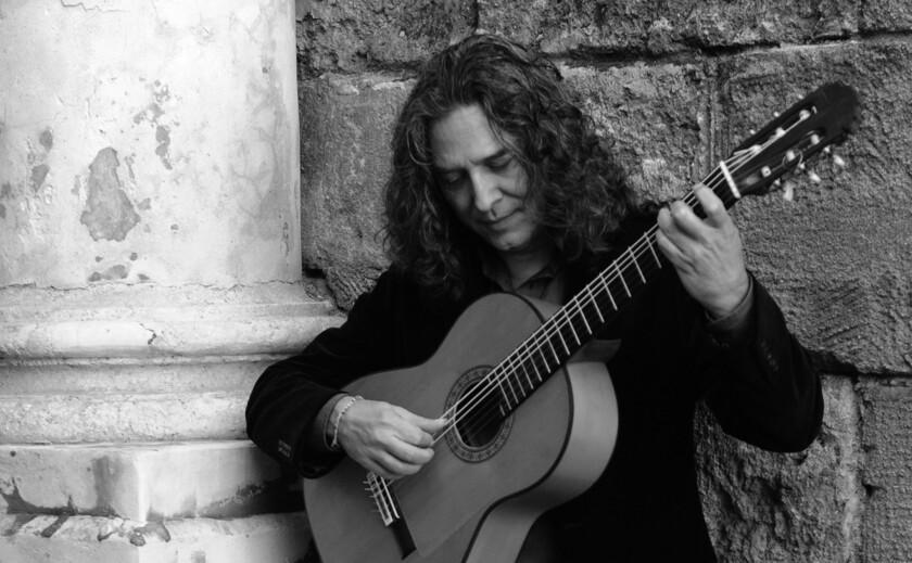 El guitarrista andaluz Tomatito cuenta con una impresionante trayectoria y ha recibido varios premios Grammy.
