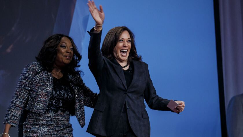 LAS VEGAS, NEV. -- FRIDAY, MARCH 1, 2019: Star Jones and Senator Kamala Harris walk on stage for a d