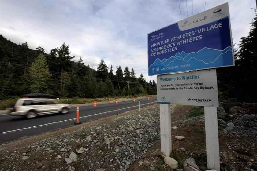 Imagen de archivo de un cartel indica la ubicación de la Villa Olímpica en la montaña de Whistler, en la provincia de Columbia Británica, en Canadá. EFE/Archivo